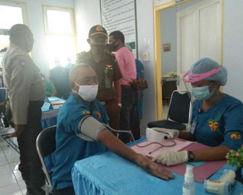 Pencanangan Vaksinasi COVID-19 di Pulau Saparua Berjalan Lancar